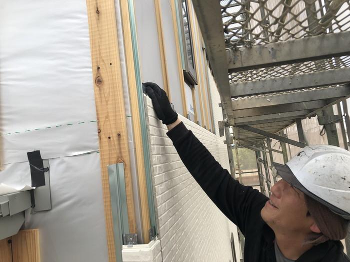 通気金物工法の外壁張りです。 郡山市 新築住宅 大原工務店のブログ
