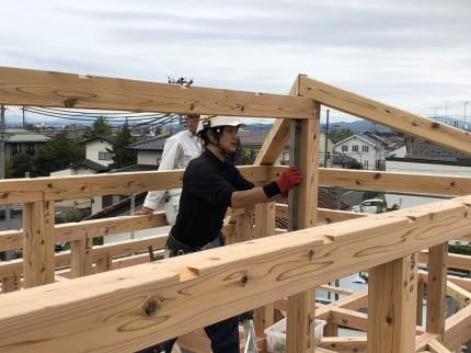 棟木を取り付けてます。郡山市大槻町 郡山市 新築住宅 大原工務店のブログ