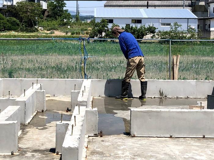 べた基礎のバリ取りです。 郡山市 新築住宅 大原工務店のブログ