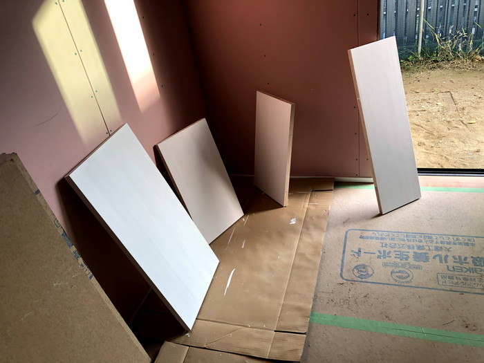 棚板の塗装です。|郡山市 新築住宅 大原工務店のブログ