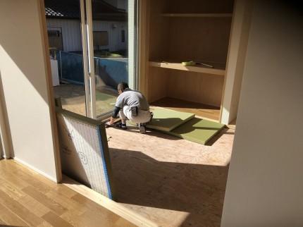 畳屋さんによる施工中です 郡山市桜ケ丘 |郡山市 新築住宅 大原工務店のブログ