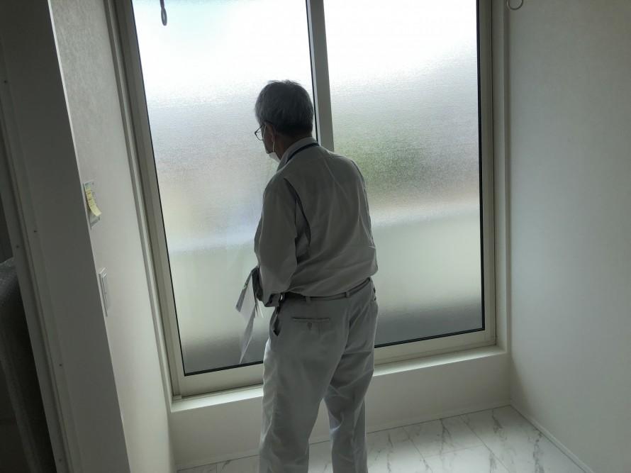 完了検査をする検査員さんの背中ってカッコイイ 郡山市 新築住宅 大原工務店のブログ