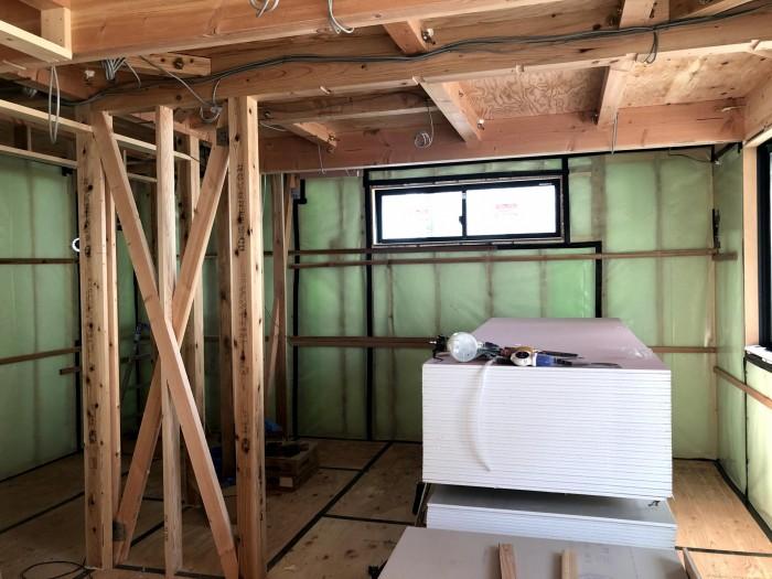断熱材が充填された写真です。郡山市久留米K様邸  郡山市 新築住宅 大原工務店のブログ