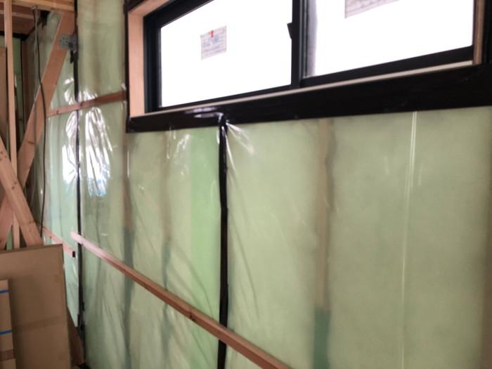 窓廻りの気密の処理です。|郡山市 新築住宅 大原工務店のブログ