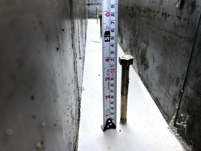 アンカーボルトを測っています。須賀川市和田| 郡山市 新築住宅 大原工務店のブログ