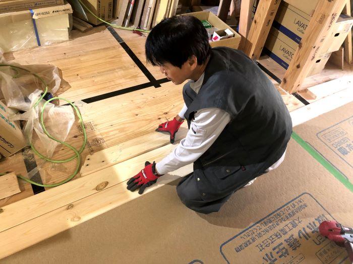 無垢フローリングの施工です。|郡山市 新築住宅 大原工務店のブログ