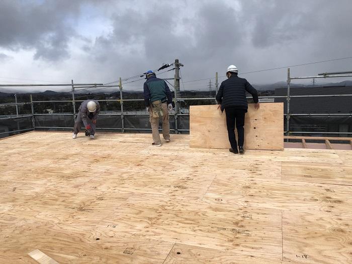 野地板を施工しています 郡山市片平町 |郡山市 新築住宅 大原工務店のブログ