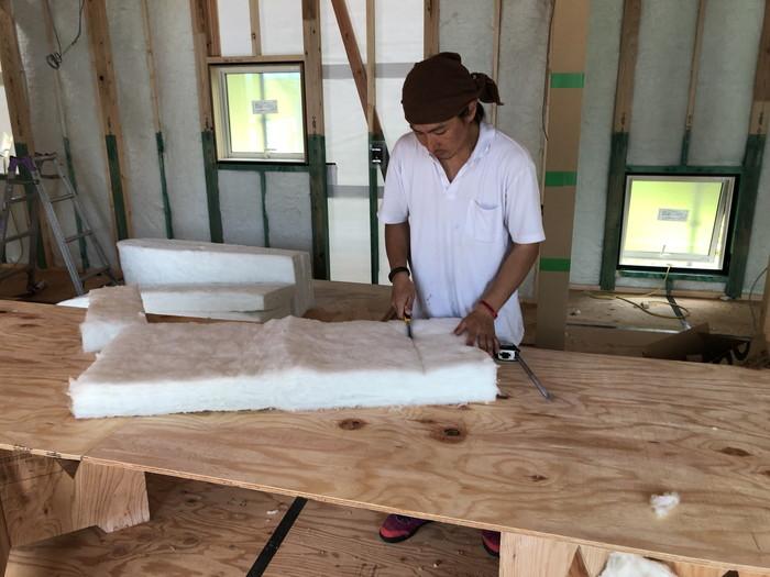 アクリアの断熱材充填です。郡山市 新築住宅 大原工務店のブログ