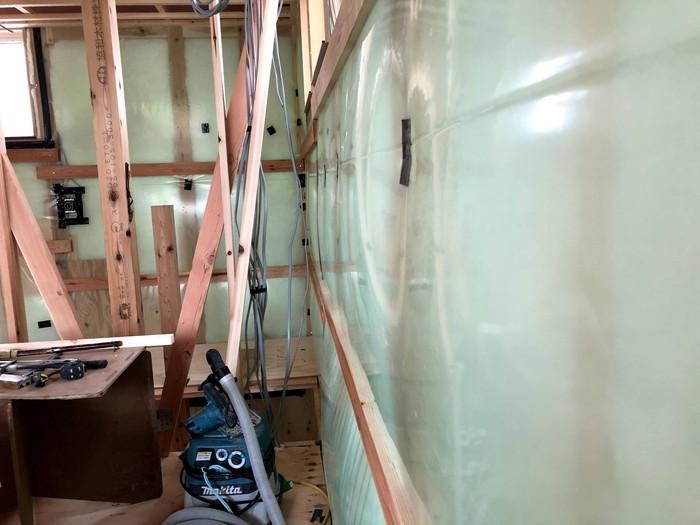 気密シートがパンパンです。 郡山市 新築住宅 大原工務店のブログ