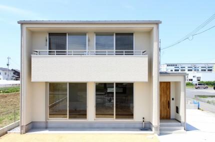 -子育て世代が広々暮らす34坪のシンプルな家-モデルハウス外観