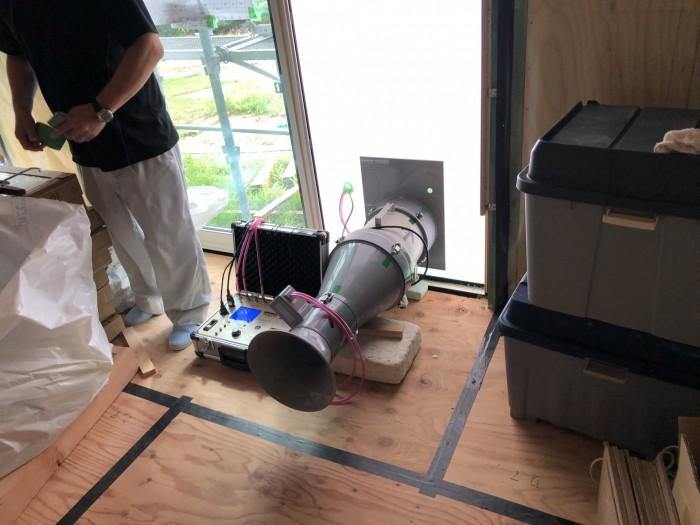 こちらの機会を使って、機密を測ります。郡山市日和田町  郡山市 新築住宅 大原工務店のブログ