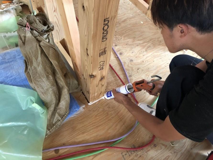 柱のシーリング処理です。|郡山市 新築住宅 大原工務店のブログ