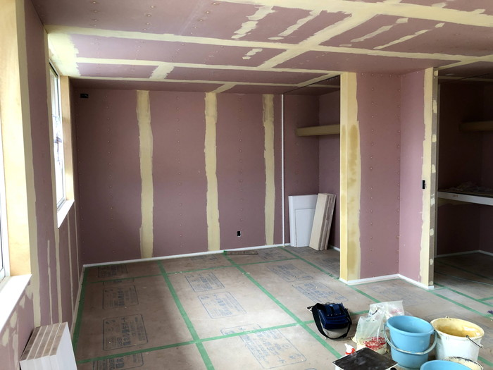クロスのパテ処理完了です。 郡山市 新築住宅 大原工務店のブログ