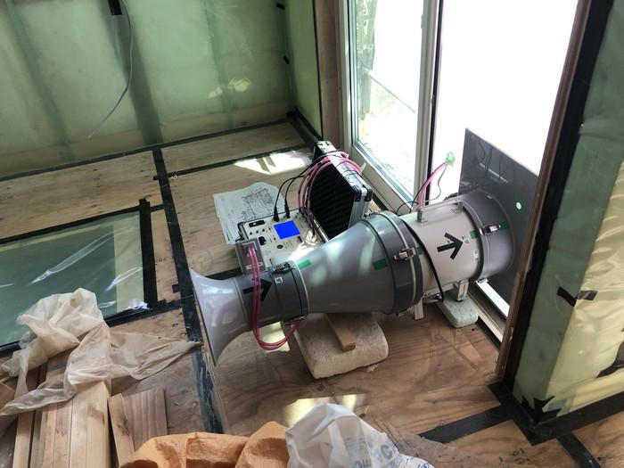 気密を測る機械です。郡山市富田町T様邸| 郡山市 新築住宅 大原工務店のブログ