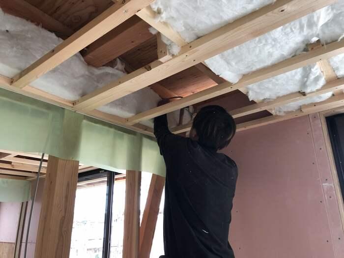 S様邸、天井の断熱材施工してます。郡山市横塚| 郡山市 新築住宅 大原工務店のブログ