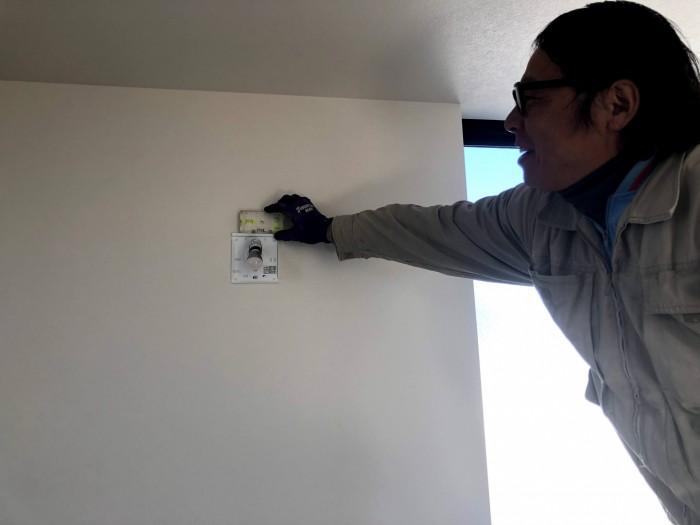 照明器具を取り付けます 郡山市富田町  郡山市 新築住宅 大原工務店のブログ