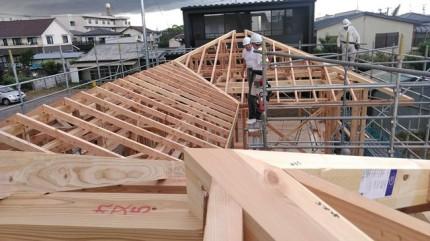 新築平屋の屋根施工です。