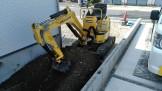 重機で屋外配管を掘ります。重機で屋外配管を掘ります。