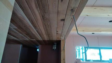 天井にレッドシダーを貼ってます。須賀川市北横田|郡山市 新築住宅 大原工務店のブログ