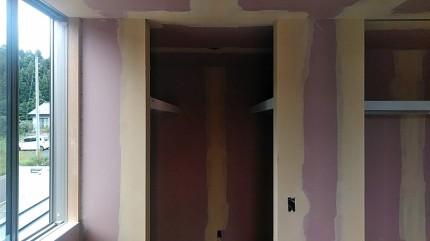 壁紙を貼る前に、下地処理です。須賀川市北横田 郡山市 新築住宅 大原工務店のブログ