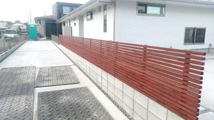 新築平屋の木製フェンス完成です。