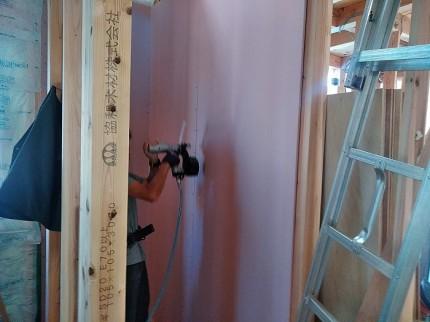 断熱材施工後、石膏ボードを貼っていきます。郡山市富田町|郡山市 新築住宅 大原工務店のブログ