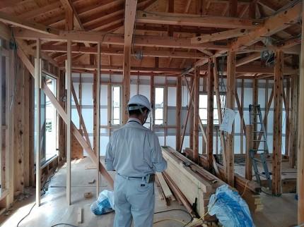 住宅センターさんに検査してもらっている様子です。郡山市大槻町|郡山市 新築住宅 大原工務店のブログ