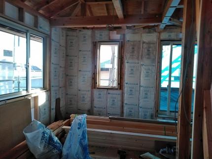 郡山市大槻町の新築住宅の2階壁の断熱状況 | 郡山市 新築住宅 大原工務店のブログ