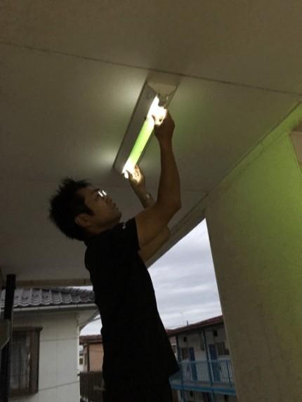 蛍光灯の交換です。