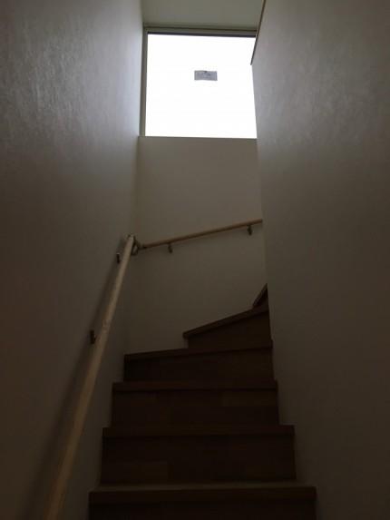 階段上にあるスクエアー窓が素敵です。福島県会津若松市|郡山市 新築住宅 大原工務店のブログ