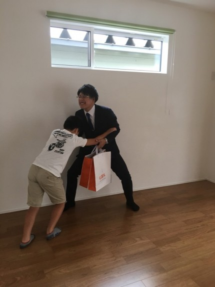 T君と、相撲をとりました。田村市船引町 郡山市 新築住宅 大原工務店のブログ