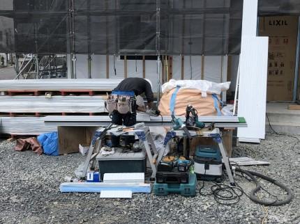 サイディングを外壁屋さんが切っております。郡山市大槻町|郡山市 新築住宅 大原工務店のブログ