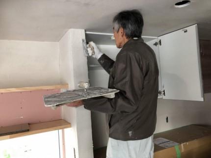 左官屋さんがコテで塗っていきます。郡山市昭和| 郡山市 新築住宅 大原工務店のブログ