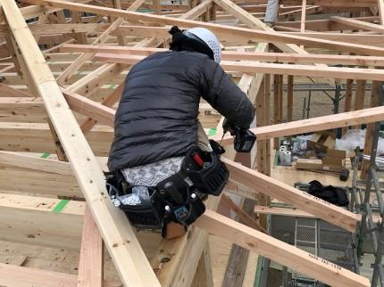 垂木留めの施工です 岩田邸鏡石町 |郡山市 新築住宅 大原工務店のブログ