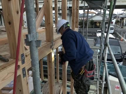 新築工事で大工さんが作業しているところです。郡山市小原田|郡山市 新築住宅 大原工務店のブログ