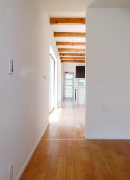開放的な室内空間と木目が美しい上質な住まい-廊下-|郡山市 注文住宅 大原工務店の施工例