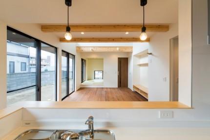 郡山市E様邸新築住宅キッチンから見たリビング 郡山市 新築住宅 大原工務店のブログ