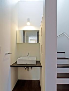 片流れ屋根が特徴的なモダンデザインの注文住宅-1F洗面コーナー-|郡山市 注文住宅 大原工務店の施工例