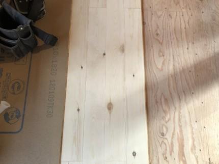床張り作業をしています 郡山市亀田 | 郡山市 新築住宅 大原工務店のブログ