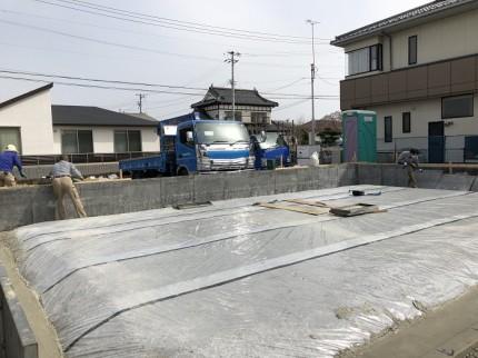 基礎工事で、防湿シートを施工しております。田村郡三春町|郡山市 新築住宅 大原工務店のブログ