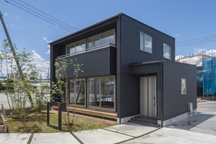 キューブ型の新築モデルです。