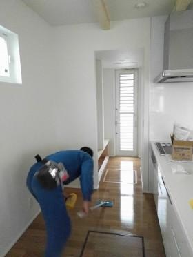 新築注文住宅H様邸では内部のワックスをかけているところです。郡山市亀田|郡山市 新築住宅 大原工務店のブログ