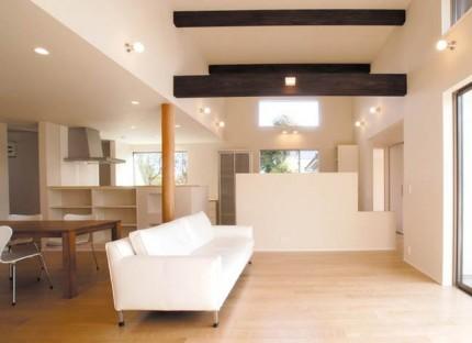 小屋裏空間とスキップフロアで構成される平屋-LDK-|郡山市 注文住宅 大原工務店の施工例