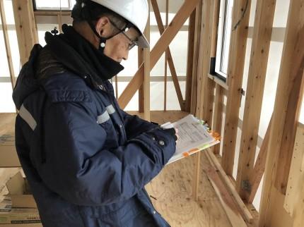 検査員の方がしっかり施工されているか、チェックしております。郡山市亀田|郡山市 新築住宅 大原工務店のブログ