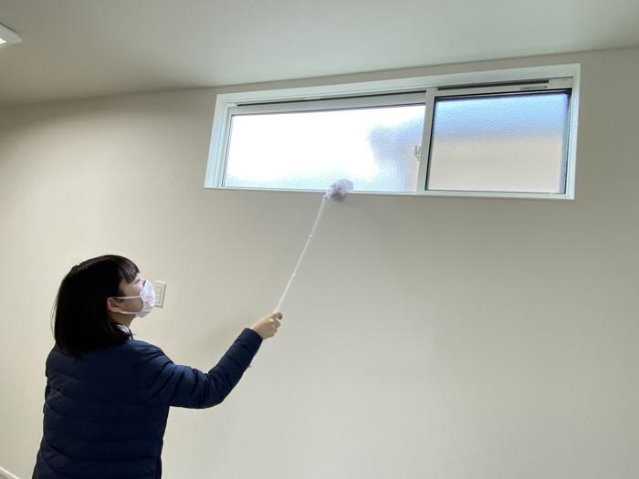 窓枠の上のお掃除です!三春町W様邸| 郡山市 新築住宅 大原工務店のブログ