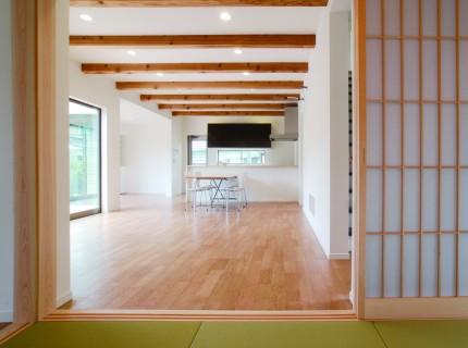 開放的な室内空間と木目が美しい上質な住まい-和室-|郡山市 注文住宅 大原工務店の施工例