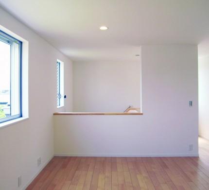 バランスとディテールを整えたシンプルで美しい住まい-2階ホール-|郡山市 注文住宅 大原工務店の施工例