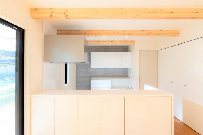 アクセントクロスが素敵なM様邸のキッチン。郡山市富田町| 郡山市 新築住宅 大原工務店のブログ