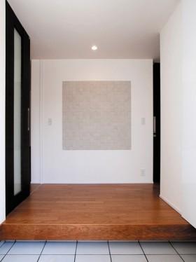 白を基調とした美しい外観のおしゃれなモダンハウス-玄関ホール-|郡山市 注文住宅 大原工務店の施工例