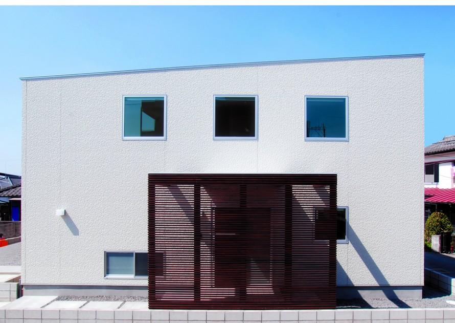 パーゴラ付き 実際以上の高さと広さを生み出す新築-外観-|郡山市 注文住宅 大原工務店の施工例